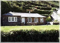 Located in an ideal riverside setting at the heart of the stunningly beautiful and picturesque village of Boscastle, just a stones throw from the famous Elizabethan Harbour; The Olde Carpenter's Cottage is one of the most idyllic holiday spots in the county.